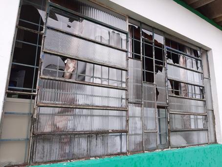 Colégio Estadual de Erebango tem mais de 130 vidros quebrados após chuva de granizo