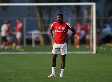 Sem acordo para saída, Edenílson segue à disposição do Inter e enfrenta o Bragantino