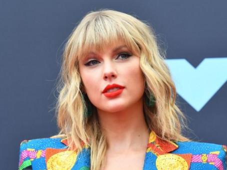Taylor Swift monta playlist de artistas femininas que inspiraram sua carreira