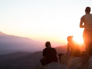 10 maneiras em que a meditação pode ajudá-lo a se relacionar com seus amigos e familiares