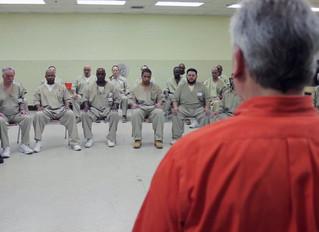 Como prisioneiros praticam Mindfulness em meio ao caos