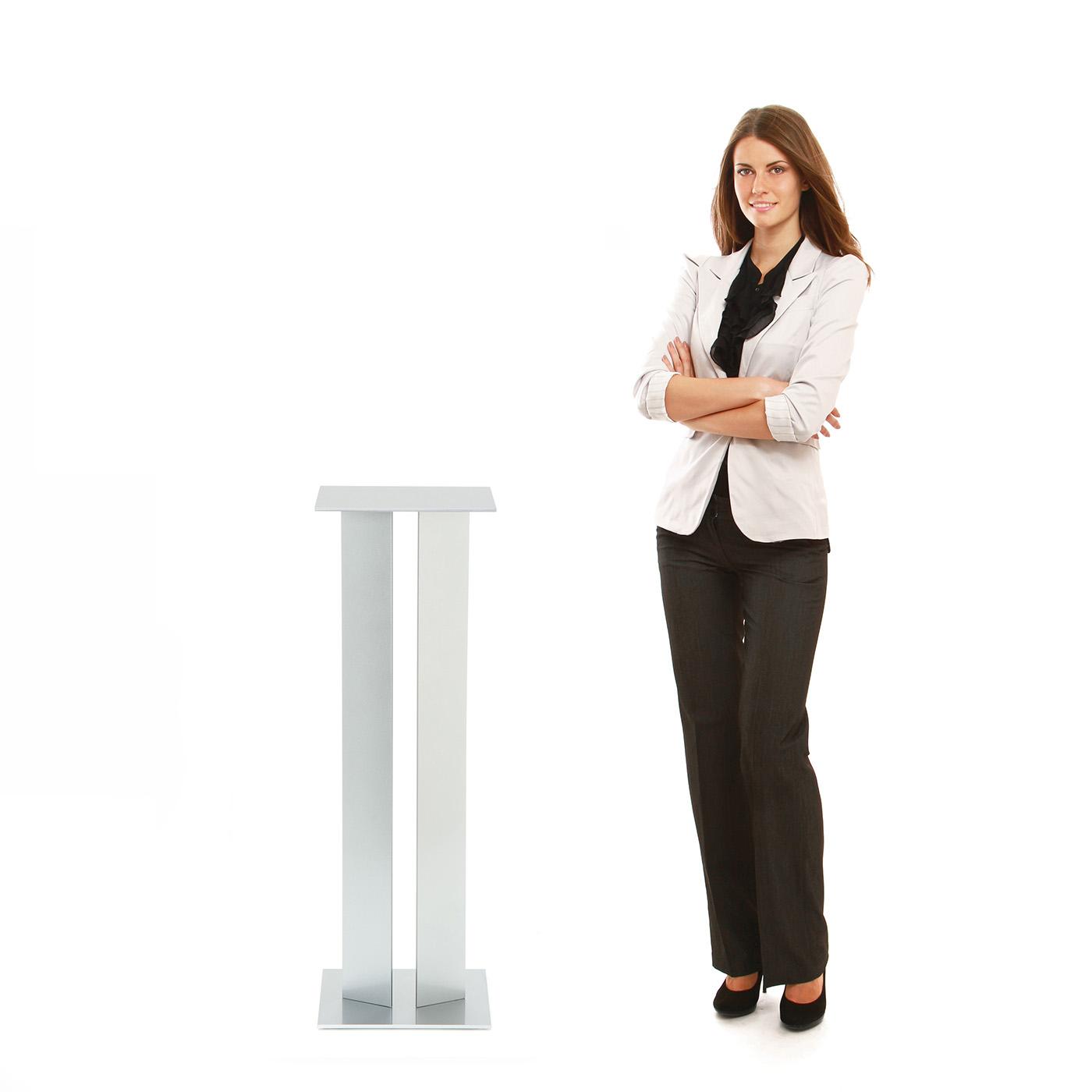 Urbann TA1 Side Table woman