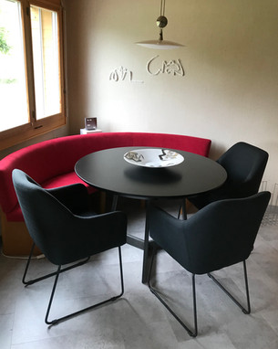 Esstisch ROMEO (118 cm Durchmesser, schwarz matt lackiert mit 5 passenden Stühlen)