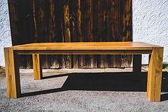 Esstisch mit Holzfüßen design