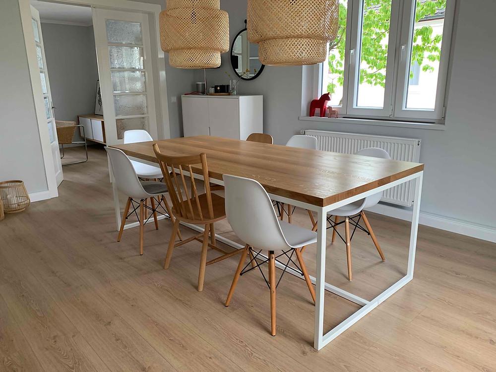 Esstisch aus Holz für 6 bis 8 Personen