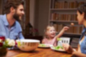 Baumtisch, Massivholztisch, Esszimmertisch, Baumstamm Tisch, Tisch Holz massiv, Holztisch Manufaktur, Eichentisch, Esstisch nach Mass, Esstisch für die Familie aus Massivholz