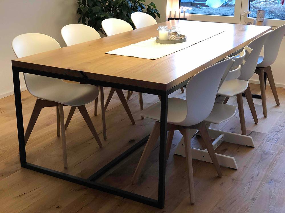 Esstisch Eiche mit weißen Stühlen