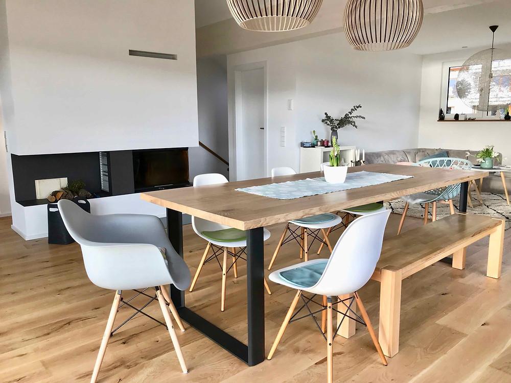 Massivholztisch mit Sitzbank