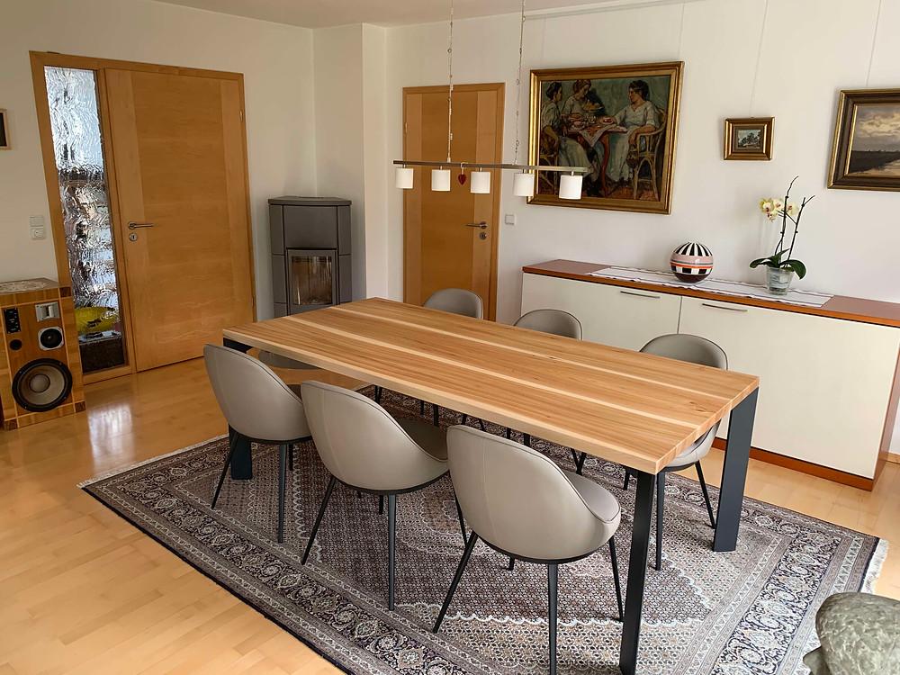 Esstisch Oskar aus Ulme mit Splint, 210 x 100 cm, holztypisch bis ruhig, farblos geölt