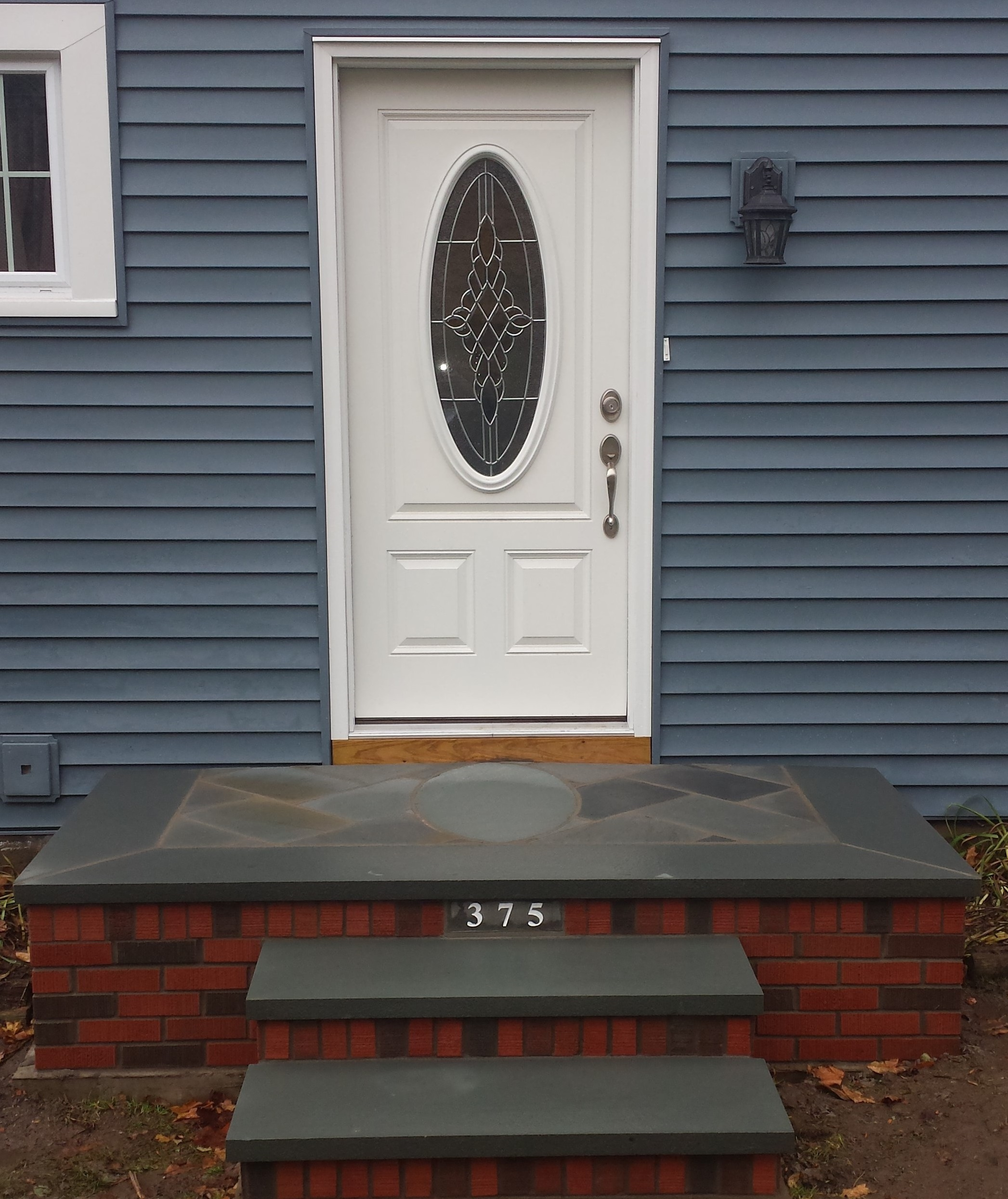 Brick Steps with bluestone oval
