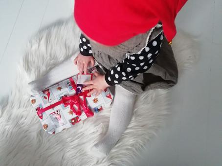 Kehoitetaanko me lapsia joulun aikaan peittämään omia tunteita reippauden ja kiltteyden alle?