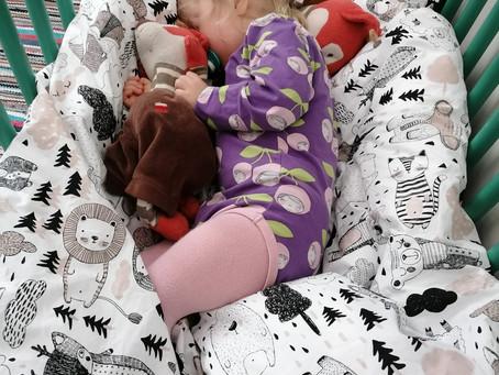 Rakas unipäiväkirja – Unikoulu auttoi lasta nukkumaan ja pelasti äidin mielenterveyden rippeet