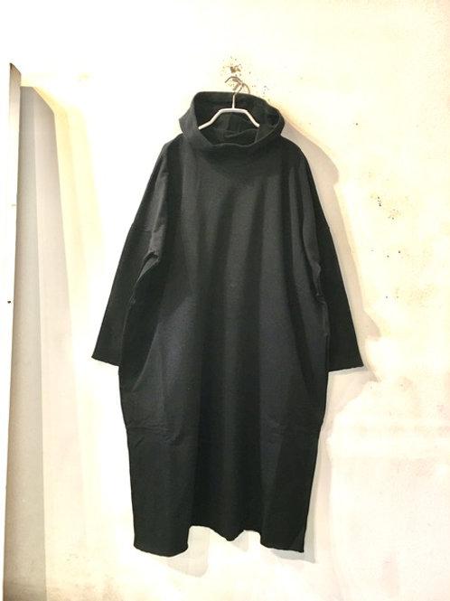 デニール  2118004–2  フード付きワンピース・黒