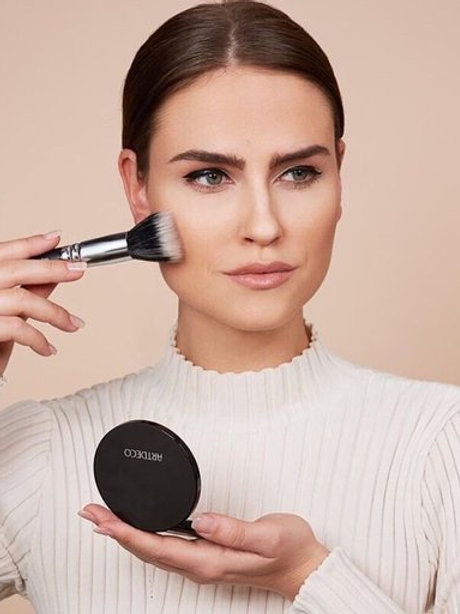 All in-one powder et Make-up Brush