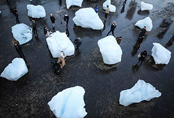 Olafur_Eliasson_Ice_Watch-9-copy.jpg