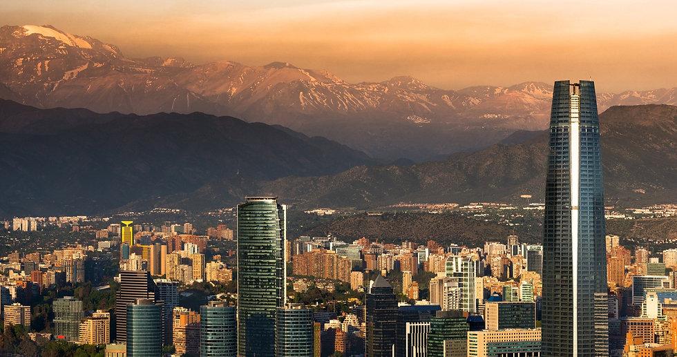 Santiago-de-noche-edificios-shutterstock