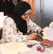 Die Kissen von La Corniche werden in Handarbeit von Frauen gestickt und genäht, die in palästinensischen Flüchtlingscamps im Libanon leben.