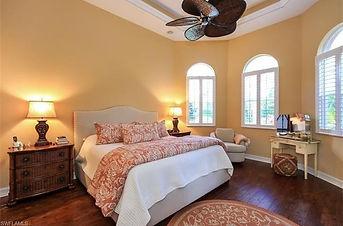 clean bedrooom windows