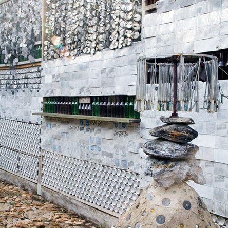 Beer Can House Exterior side fence - pho