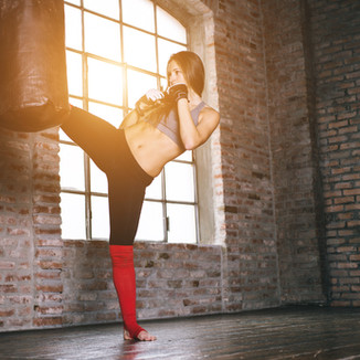 FITE Instructor brings the excitement of fitness kickboxing to your clients, studio or gym. Comined with drills from MMA, muaythai, and various martial arts. Discover our exclusive 4 FITE class styles.