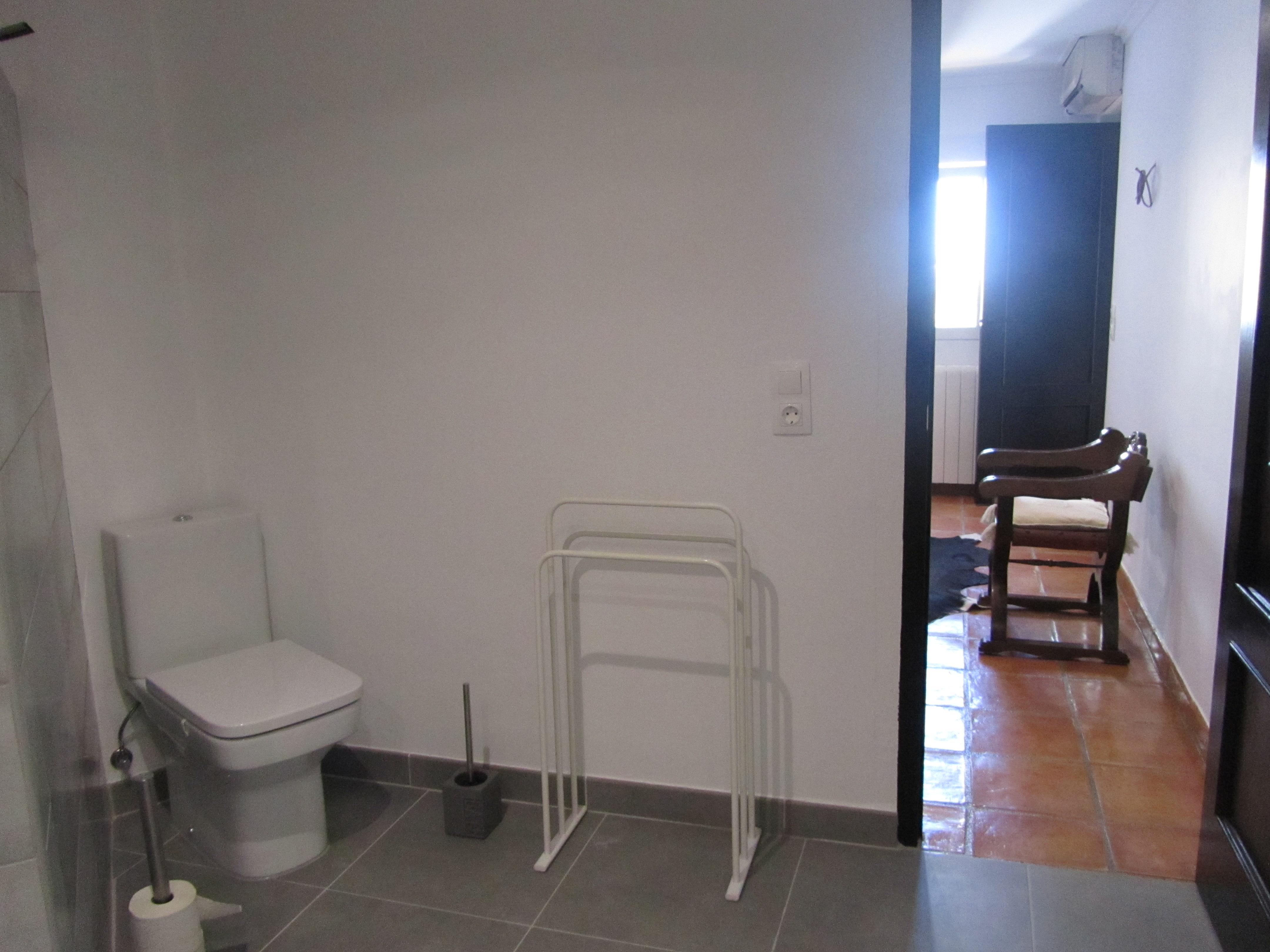 Bathroom Apartment 2, right side