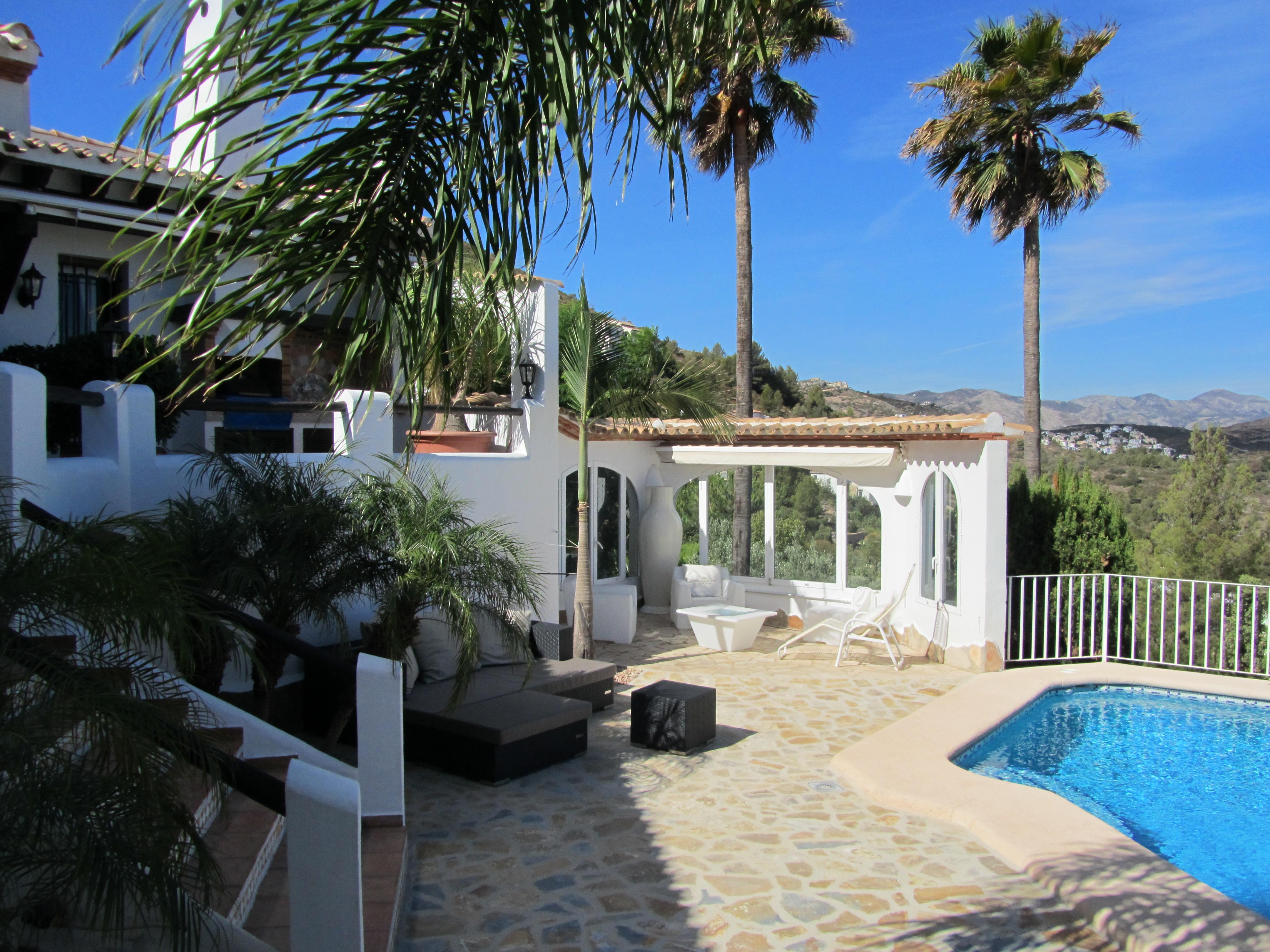 Poolbereich der Villa Finca