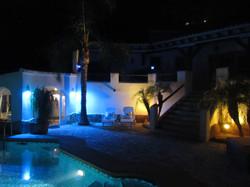 Poolbereich & Abendstimmung
