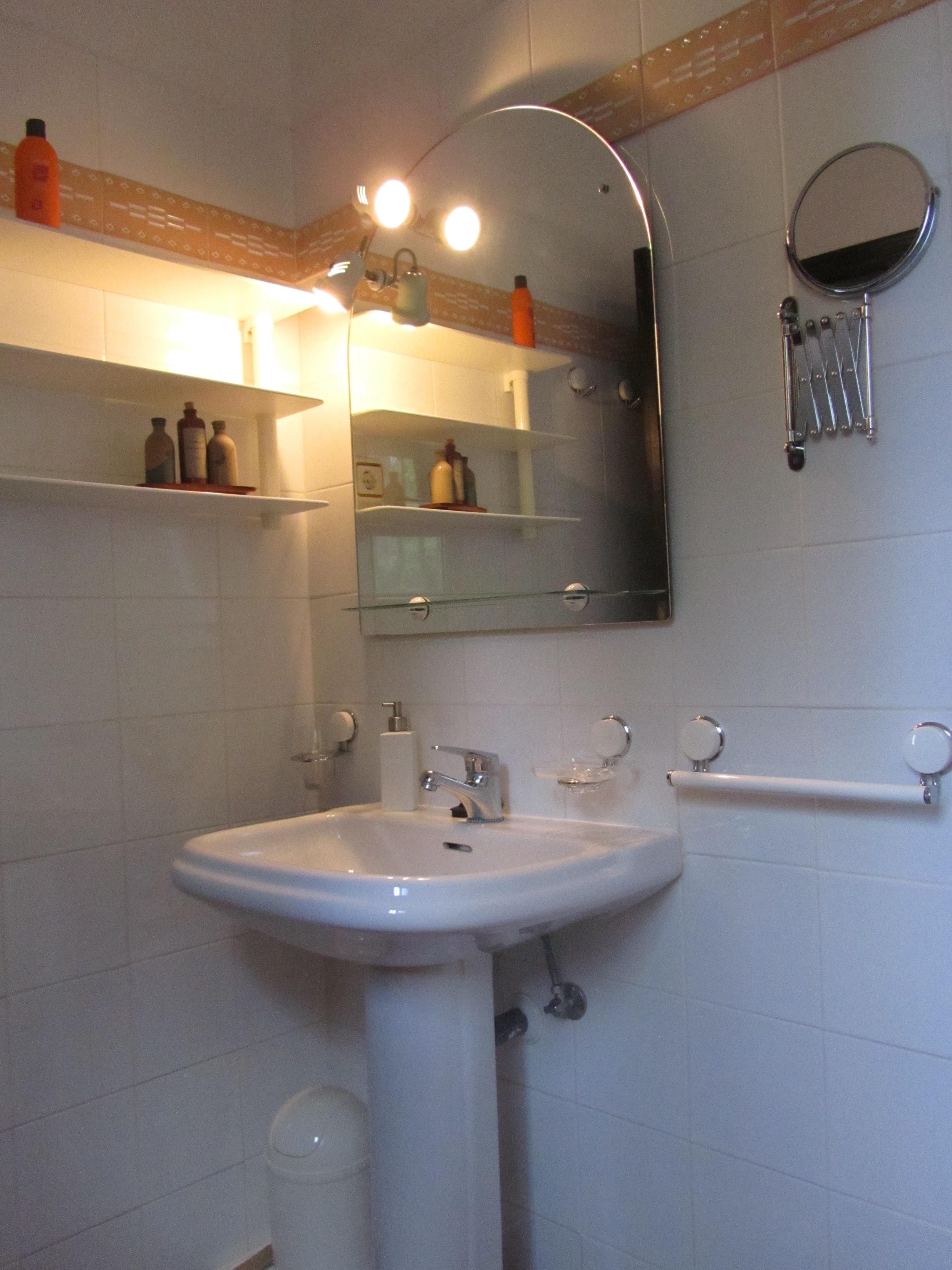Bathroom Apartment 1