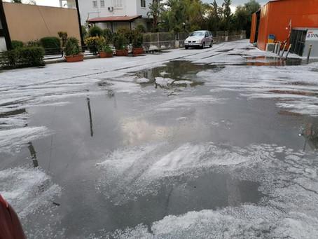 Άσπρισαν οι δρόμοι στην Κοκκινοτριμιθιά από την έντονη χαλαζόπτωση | Cyprus WeatherOnline - 31/03/21