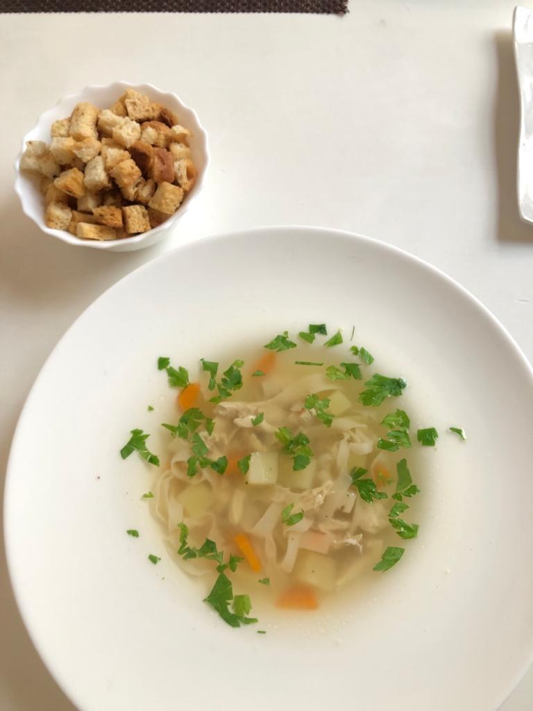 Sopa de pasta estilo tagliatelle