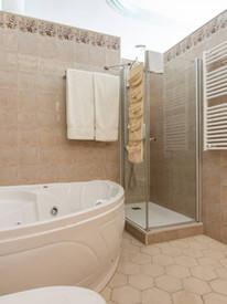 Bath_Suite.jpg