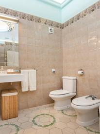 Bath_Suite_2.jpg