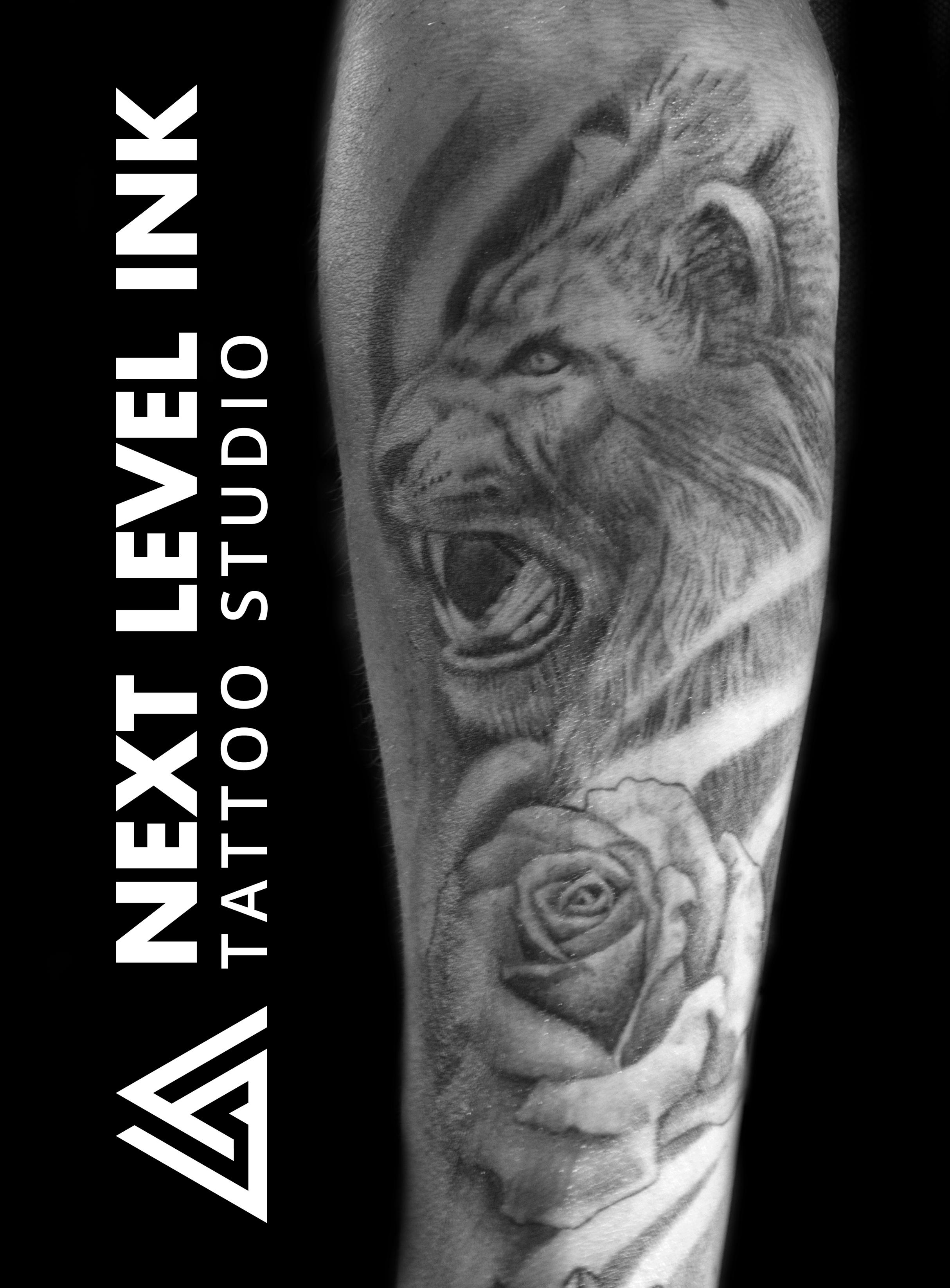 Leeuwen kop met roos