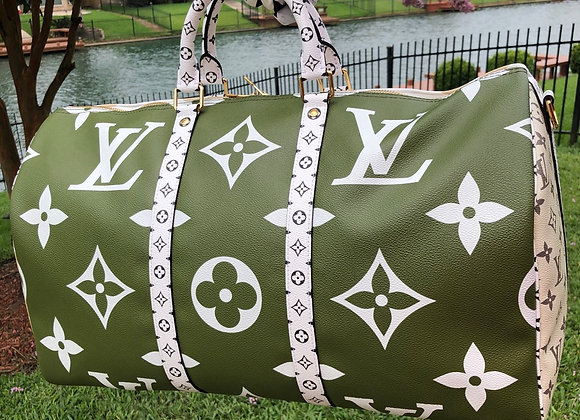 $5000 Brand new Louis Vuitton keepall with strap