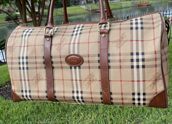 $475 Preowned Burberry duffle large bandolier