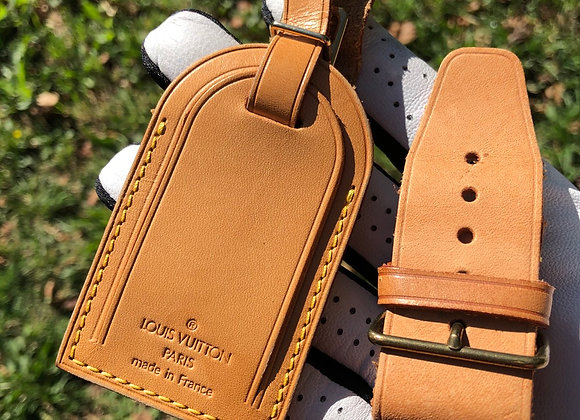 $$85 set Preowned authentic leather id tag and strap holder