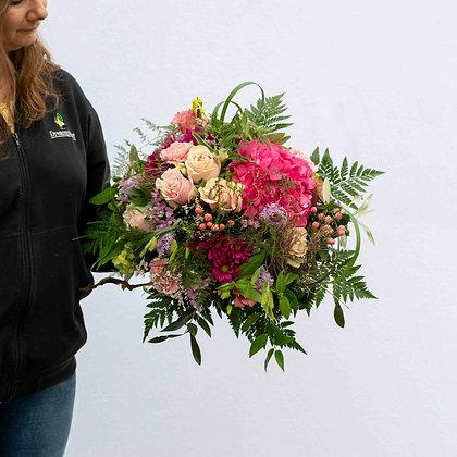 Blumenstrauss rund gebunden rosaton Gr. XL