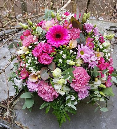 Blumengesteck im Korb