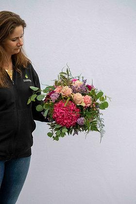 Blumenstrauss rund gebunden rosaton Gr. L