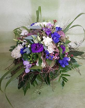 Blumenstrauss rund gebunden, violett weiss