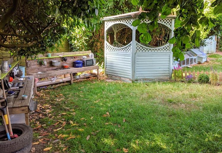 Mud kitchen & play house