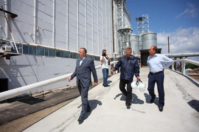 Вице-губернатор Приморья Сергей Сидоренко высоко оценил комбикормовый комплекс «Спасского бекона»