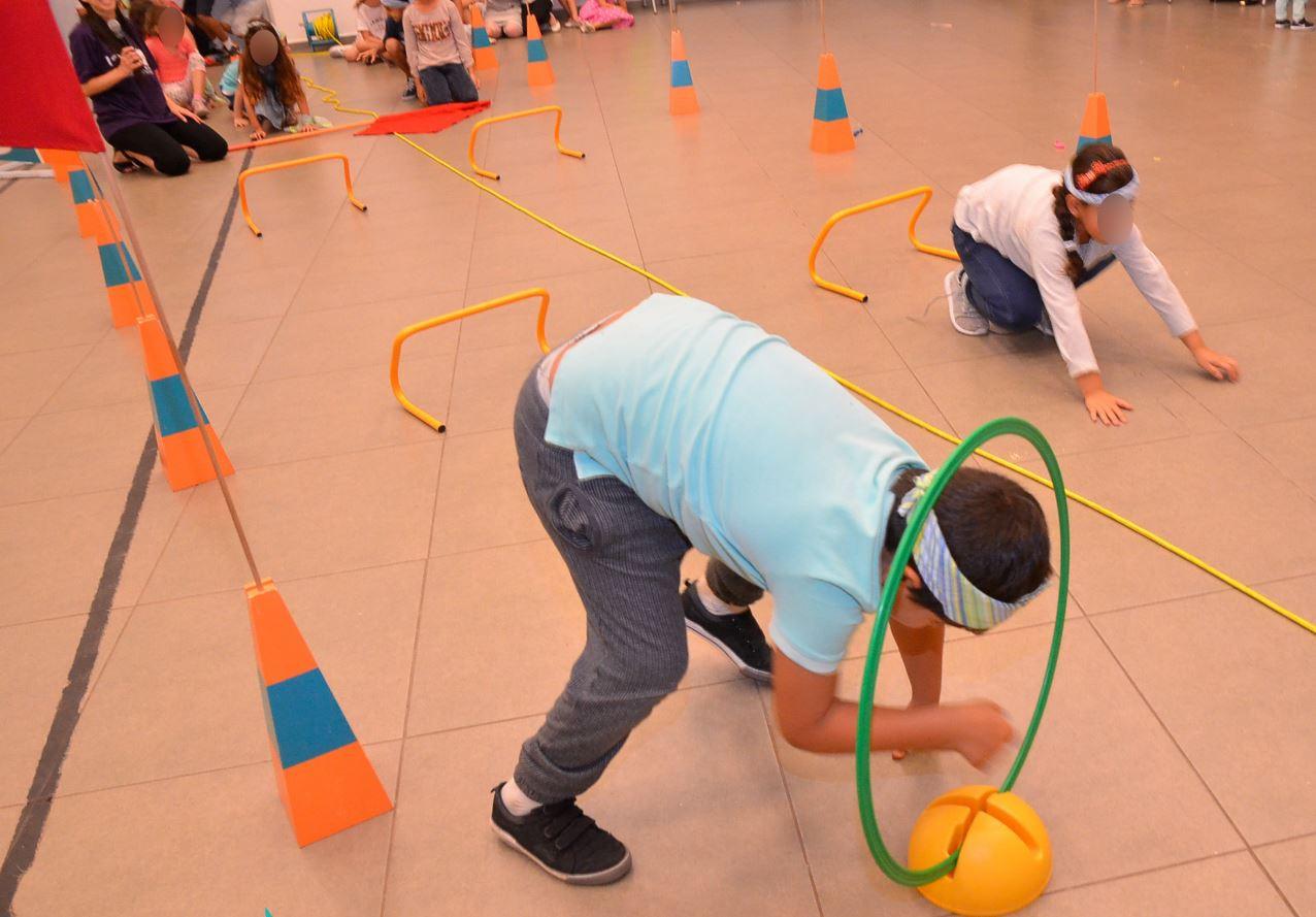 מתחם תחרויות בקייטנה לילדי עובדים