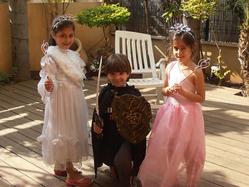 הפעלה ליום הולדת נסיכות היא פעילות יום הולדת לבנות בלבד שאותה כל הבנות אוהבות גם שתי הילדות שבתמונה