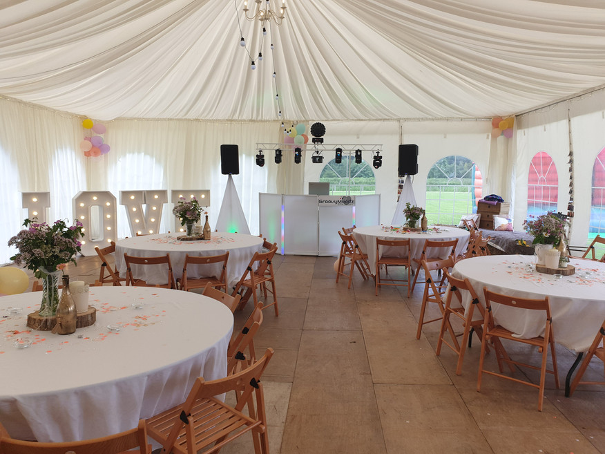 Whit setup in marquee
