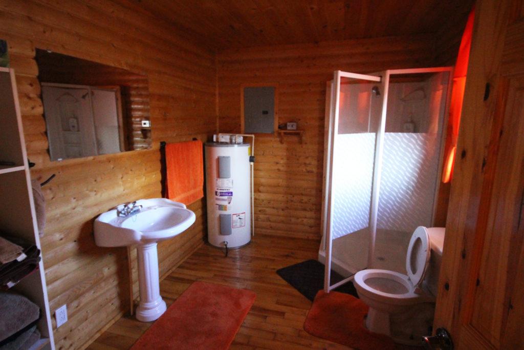 White Cliff Lodge Newfoundland (Bathroom)