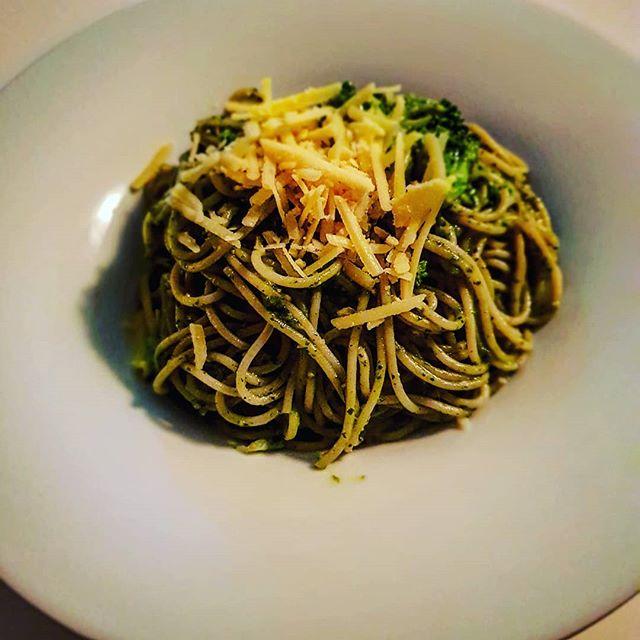 Dinkelspaghetti mit veganem Pesto