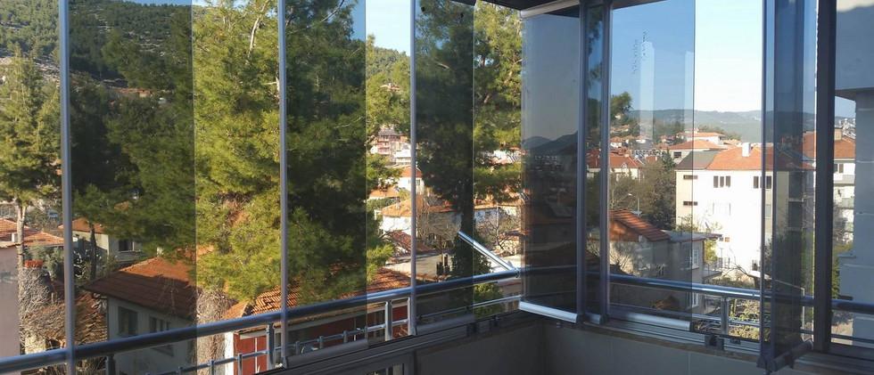 bursa-katlanir-cam-balkon-modelleri-6.jp