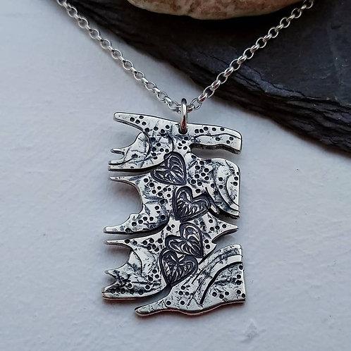 'Parchment of Hearts' pendant