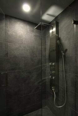 25-Master_Bath_Shower